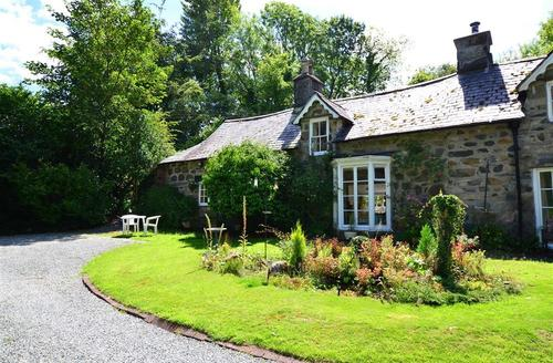 Snaptrip - Last minute cottages - Cosy Dolgellau Rental S11214 - WAH418 - Exterior View 1