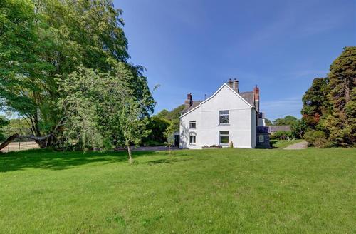 Snaptrip - Last minute cottages - Adorable Boncath Rental S11264 - WAT265 - Exterior View 1