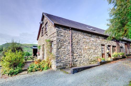 Snaptrip - Last minute cottages - Tasteful Llanbrynmair Rental S11282 - Exterior - View 1