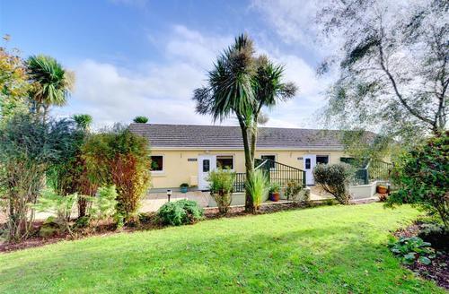 Snaptrip - Last minute cottages - Quaint Haverfordwest Rental S11292 - Exterior - Cottage Group View 1