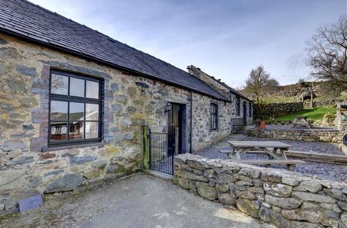 Snaptrip - Last minute cottages - Exquisite Llanfairfechan Rental S11310 - WAG366 - Exterior