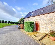 Snaptrip - Last minute cottages - Gorgeous Mold Rental S11321 - Exterior - View 1