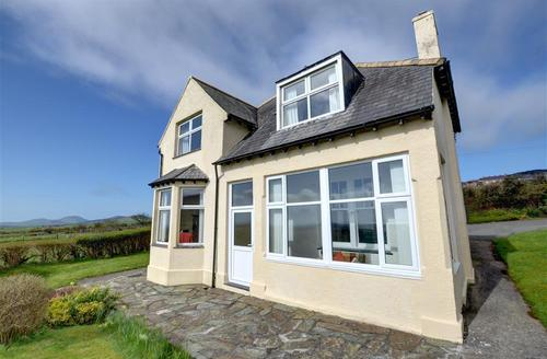 Snaptrip - Last minute cottages - Cosy Pwllheli Rental S11350 - WAG417 - Exterior  View 1
