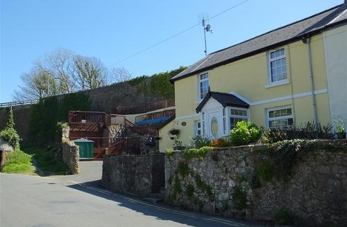 Snaptrip - Last minute cottages - Inviting Tenby Cottage S75930 - K544 032 BR1