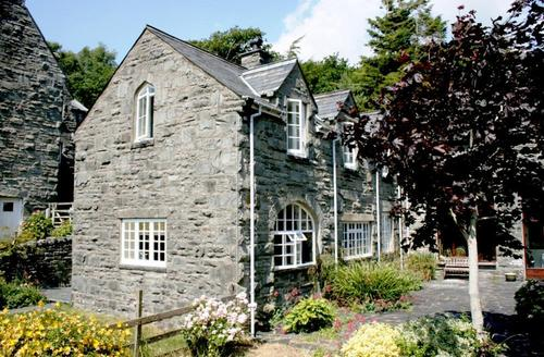 Snaptrip - Last minute cottages - Attractive Barmouth Rental S11387 - Exterior - View 1