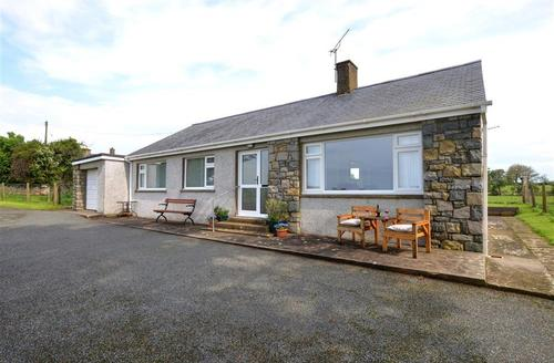Snaptrip - Last minute cottages - Stunning Pwllheli Rental S11392 - WAG532 - Exterior - View 1