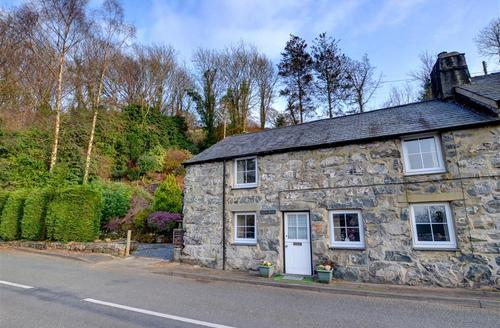 Snaptrip - Last minute cottages - Attractive Harlech Rental S11393 - WAH647 - Exterior - View 2