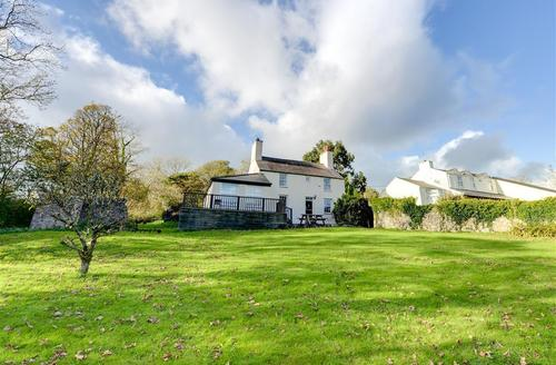 Snaptrip - Last minute cottages - Wonderful Llanerchymedd Rental S11400 - Exterior