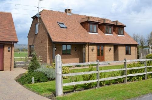 Snaptrip - Last minute cottages - Quaint Folkestone Cottage S13637 -