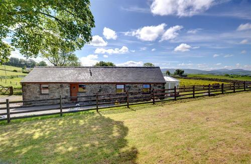 Snaptrip - Last minute cottages - Inviting Llanrwst Rental S11434 - WAG194 - Exterior - View 1