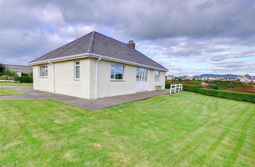 Snaptrip - Last minute cottages - Excellent Pwllheli Rental S11438 - Exterior - View 1