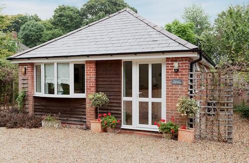 Snaptrip - Last minute cottages - Stunning Lymington Cottage S14108 -