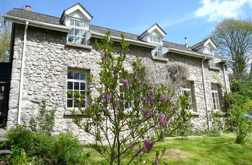 Snaptrip - Last minute cottages - Gorgeous Tenby Rental S11464 - Exterior - View 1