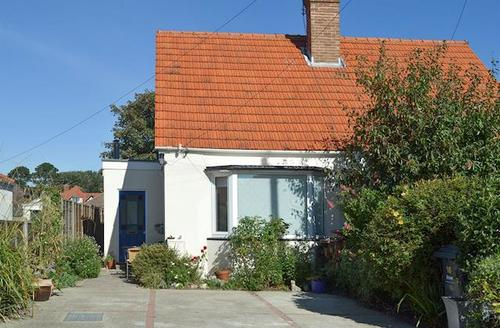 Snaptrip - Last minute cottages - Attractive Portsmouth Cottage S71489 -