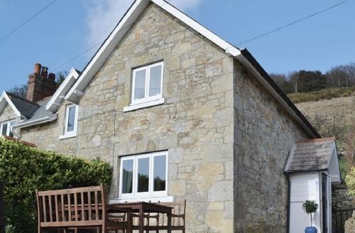 Snaptrip - Last minute cottages - Excellent Ventnor Cottage S14390 -