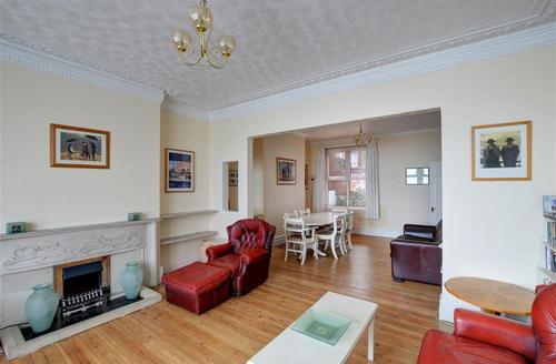 Snaptrip - Last minute cottages - Captivating Swanage Rental S11541 - WY335 Sitting Room View 2