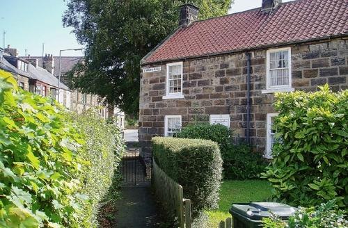 Snaptrip - Last minute cottages - Superb Staithes Cottage S15522 -