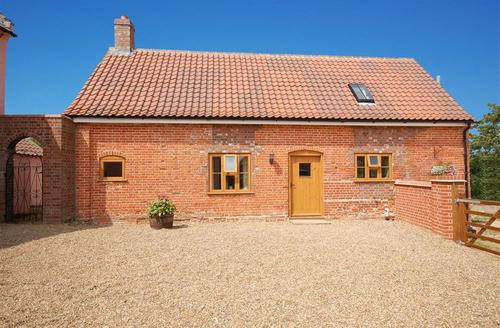 Snaptrip - Last minute cottages - Cosy Beccles Rental S11669 - Exterior view