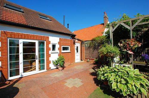 Snaptrip - Last minute cottages - Attractive Dersingham Rental S11671 - Exterior view