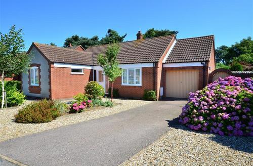 Snaptrip - Last minute cottages - Captivating Holt Rental S11678 - Exterior view