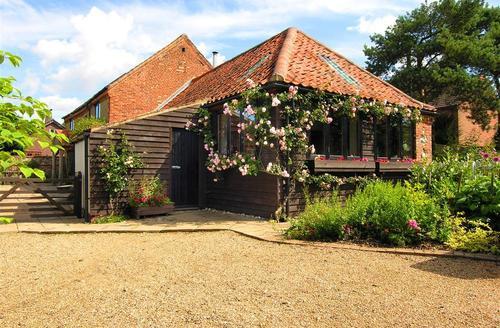 Snaptrip - Last minute cottages - Splendid Guist Rental S11696 - Exterior View - View 1