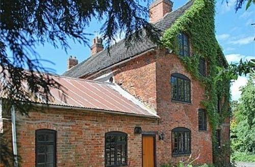 Snaptrip - Last minute cottages - Wonderful Derby Cottage S16566 -