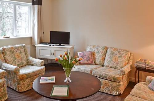 Snaptrip - Last minute cottages - Inviting Matlock Apartment S16649 -