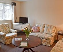 Snaptrip - Holiday cottages - Inviting Matlock Apartment S16649 -