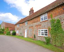 Snaptrip - Last minute cottages - Wonderful Great Snoring Rental S11709 - Exterior view