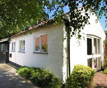 Snaptrip - Last minute cottages - Inviting Irstead Rental S11717 - Exterior view