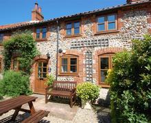 Snaptrip - Last minute cottages - Attractive Binham Rental S11733 - External
