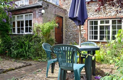 Snaptrip - Last minute cottages - Attractive Fakenham Cottage S17220 -