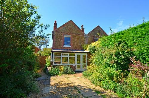 Snaptrip - Last minute cottages - Beautiful Snettisham Rental S11766 - Front Exterior