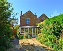 Snaptrip - Last minute cottages - Beautiful Snettisham Rental S11766 - Front Exterior