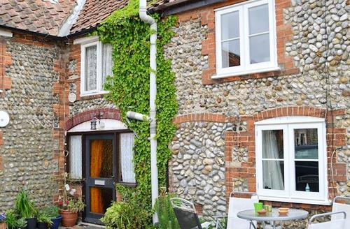 Snaptrip - Last minute cottages - Wonderful Sheringham Cottage S17609 -