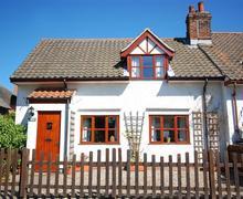 Snaptrip - Last minute cottages - Quaint Hickling Rental S11782 - Exterior View