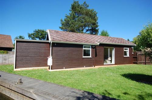 Snaptrip - Last minute cottages - Wonderful Hoveton Rental S11790 - External