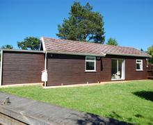 Snaptrip - Last minute cottages - Wonderful Hoveton Rental S11790 - External