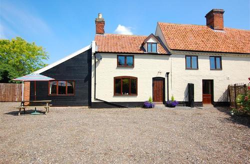 Snaptrip - Last minute cottages - Stunning Dereham Rental S11801 - Exterior view