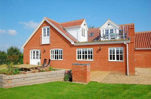 Snaptrip - Last minute cottages - Excellent South Walsham Rental S11804 - Rear Aspect