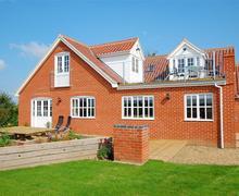 Snaptrip - Last minute cottages - Excellent South Walsham Rental S11804 - Rear Aspect