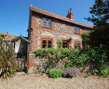 Snaptrip - Last minute cottages - Delightful Binham Rental S11808 - Exterior