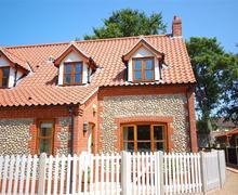 Snaptrip - Last minute cottages - Tasteful Blakeney Rental S11846 - Exterior view