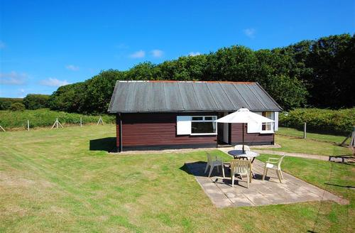 Snaptrip - Last minute cottages - Gorgeous Waxham Rental S11859 - Exterior View - View 1