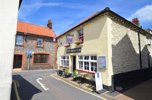 Snaptrip - Last minute cottages - Superb Holt Rental S11887 - Exterior View 1