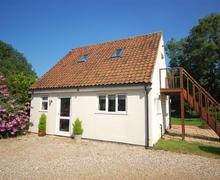Snaptrip - Last minute cottages - Tasteful Bawdeswell Rental S11896 - External