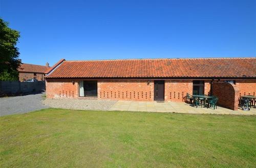 Snaptrip - Last minute cottages - Lovely Dilham Rental S11911 - Exterior