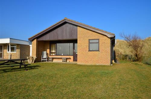 Snaptrip - Last minute cottages - Superb Eccles Beach Rental S11932 - Exterior