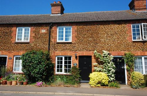 Snaptrip - Last minute cottages - Gorgeous Dersingham Rental S11976 - Exterior view