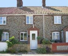 Snaptrip - Last minute cottages - Stunning Bacton Rental S11979 - Exterior View